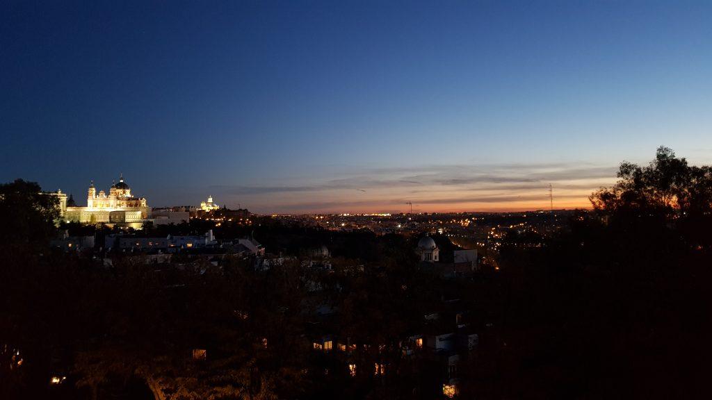 Ammirare il tramonto dal Tempio di Debod, Madrid