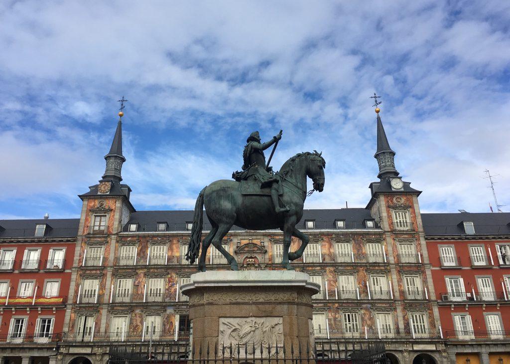 Statua di Filippo III e Casa de la Panadería, Plaza Mayor, Madrid