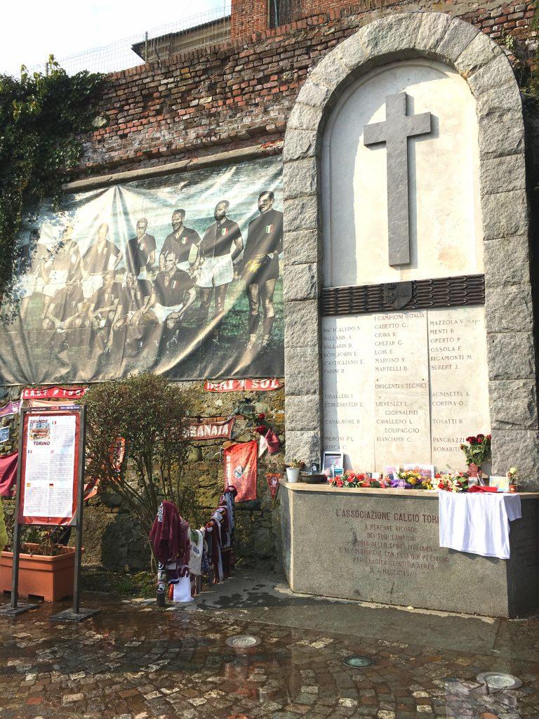 Lapide in onore del Gran Torino, Superga