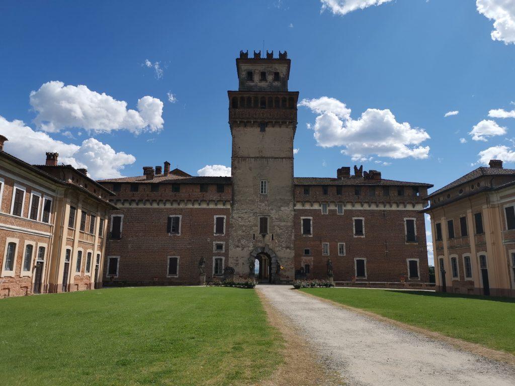 Il castello di Chignolo Po, fronte settentrionale