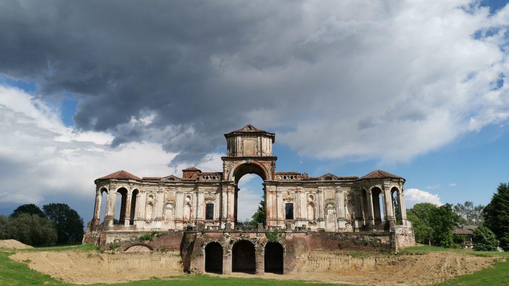 Il castello di Chignolo Po, il Teatro delle Uccelliere