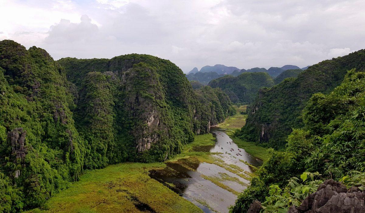 Ninh Binh: tra grotte, sampan e monsoni