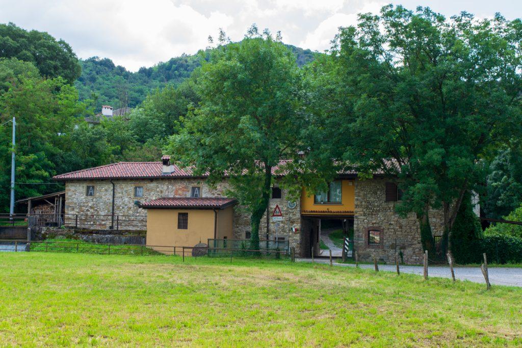 Cascinale degli alpini, Cammino del Vescovado