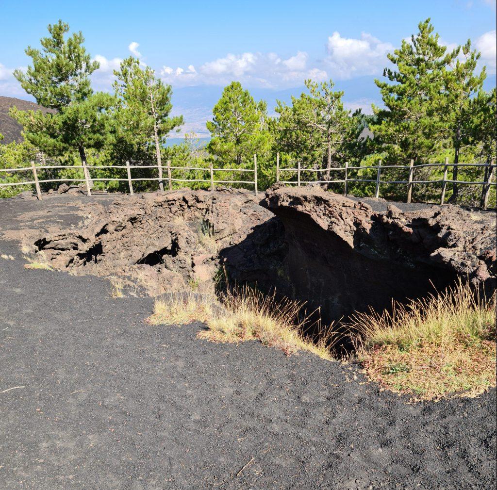 Grotta di Monte Nunziata o grotta delle Vanelle, Etna